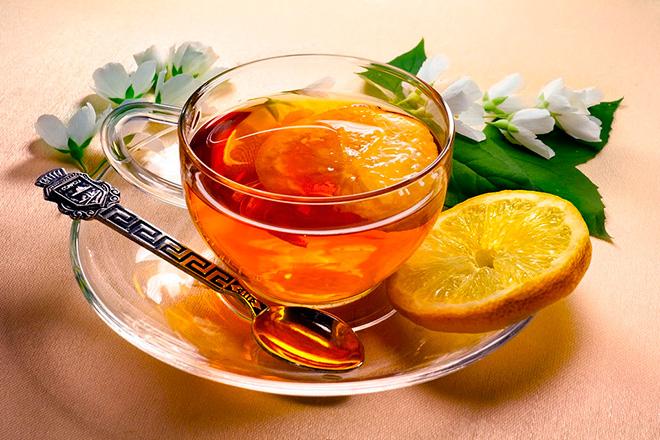 Хорошо помогает снять заложенность носа - чай с лимоном