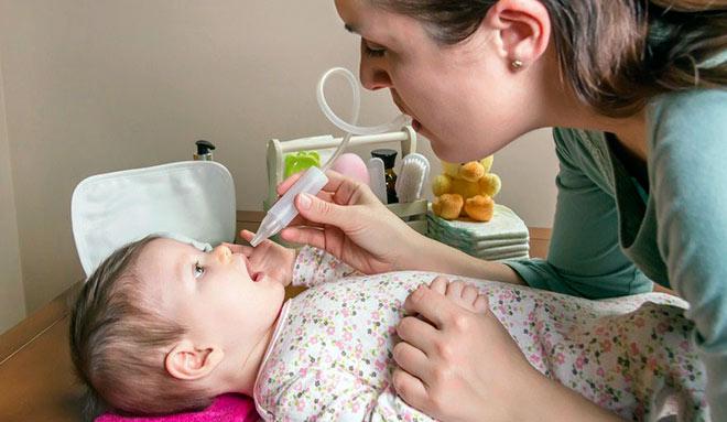 новорожденный у врача