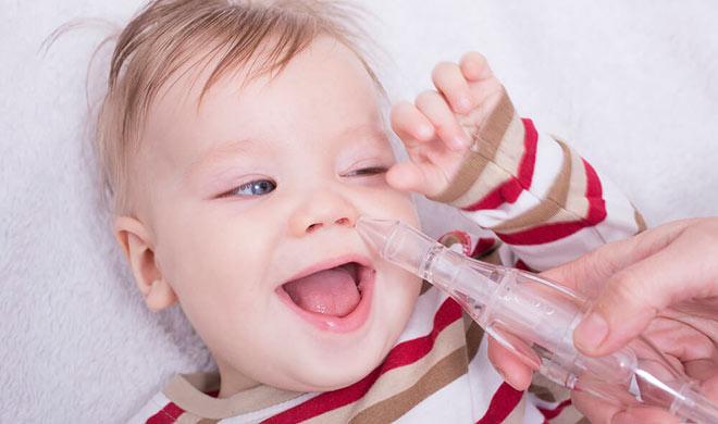 отсос соплей из носа у ребенка