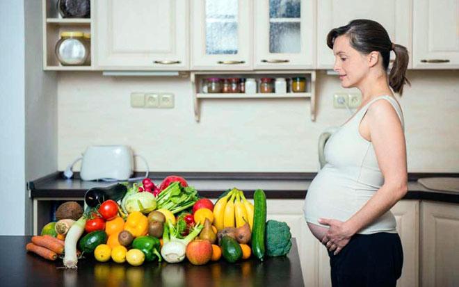Что бы избежать крови из носа во время беременности необходимо принимать витамины